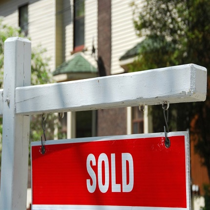 real estate_sold sign_canstockphoto563134-2